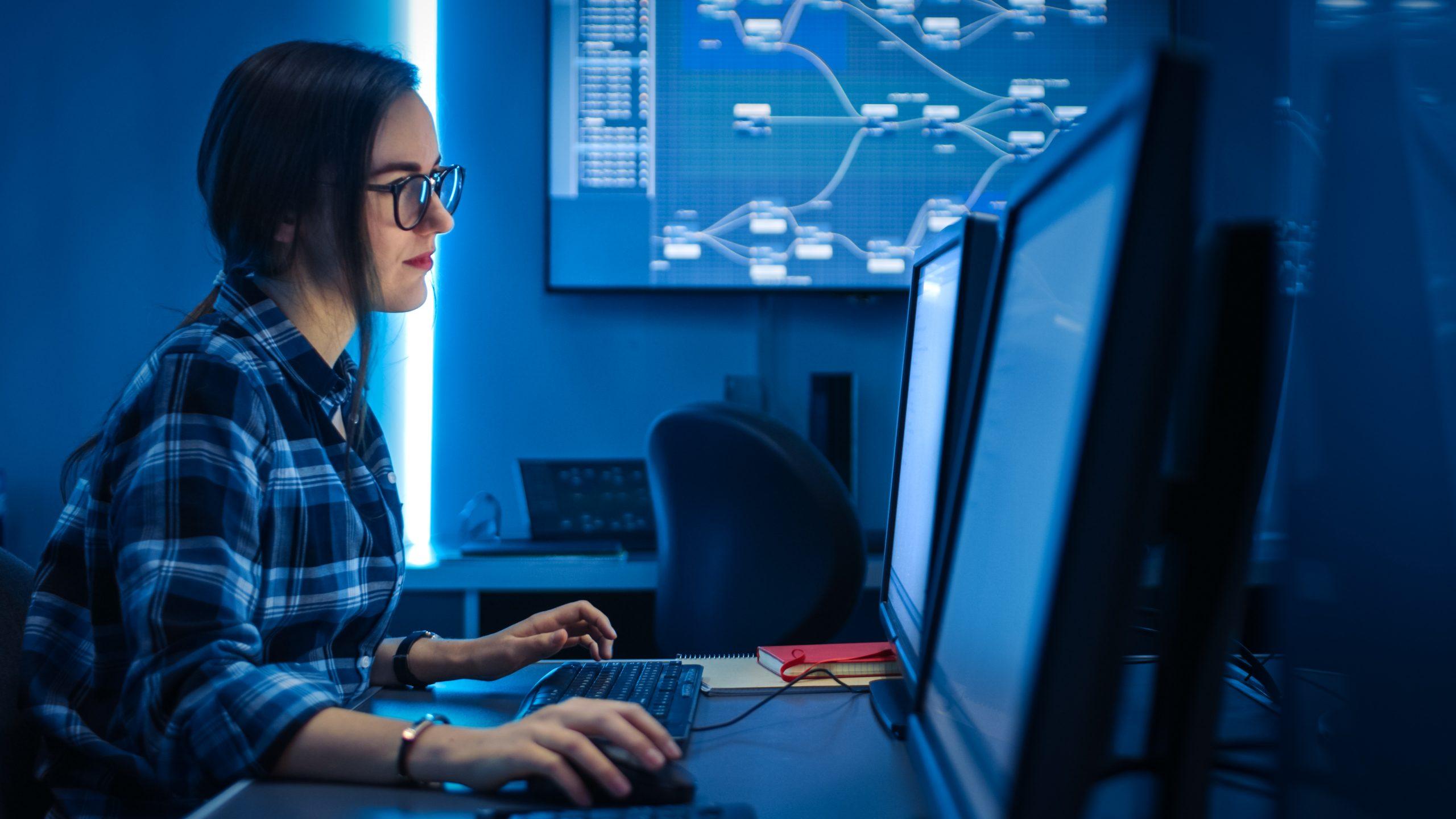 Drop out in der Informatik bekämpfen und mehr weibliche Studierende gewinnen - Susanne Schwanzer forscht und berät dazu.